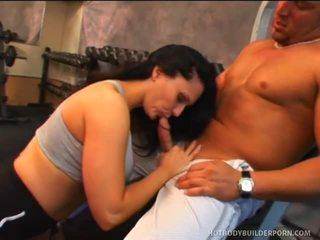Elle Cee Undresses Down And Bonks Hard At Tthis Guy Gym