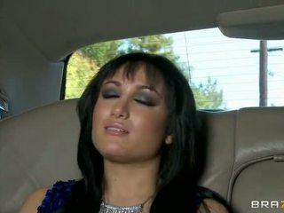 Gabriella ระยำ ใน the limo วีดีโอ