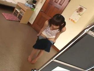 黑妞, 年轻, 日本