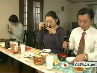 Subtitled 奇異的 日本語 bottomless 無 短褲 家庭