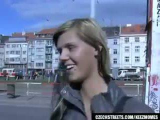 Tsjechisch streets - ilona takes cash voor publiek seks