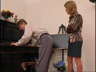 Mai mari pian invatatoare dominates ei student