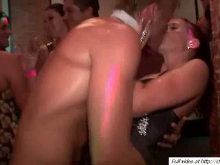 Horny guys fucking babes pussys Video