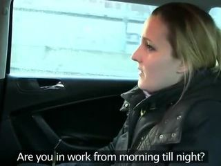 Fake taxi driver anally fucks brunette op achterbank