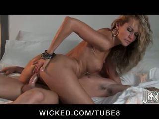 Wondermooi blondine meesteres jessica drake fucks een getrouwd man