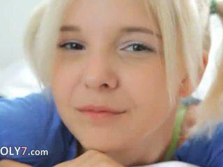 18yo blondie teasing और masturbate