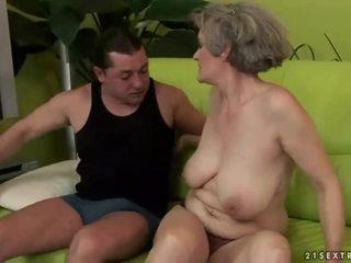 חזה גדול סבתא enjoys נבזי סקס