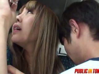 Sexy teen im ein bus gets wichse im öffentlich sex