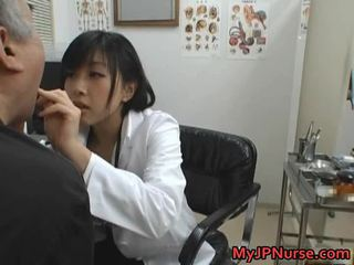 Японки лекар е възбуден за краставица