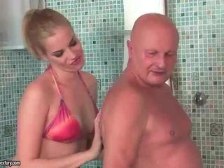 Sangat tua kakek fucks menarik remaja