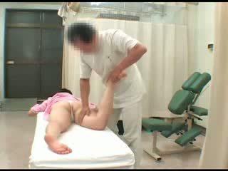 Sexuálny sliedič ázijské naivka nahé breast fajčenie masturbation sledovanie masáž orgazmus sex