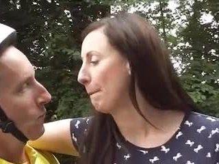 British maturidad loving bisikleta goes pagtatalik na pambutas ng puwit