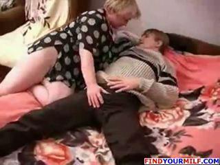 E shëndoshë ruse moshë e pjekur dhe djalë