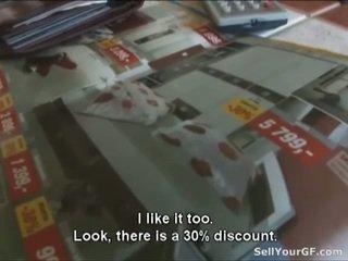 Did viņš tikko pārdot viņa gf par furniture?