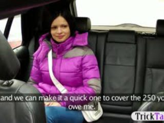 Geil gal banged in de achterbank door de pervert taxi driver