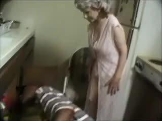 Min bestemor med en svart dude