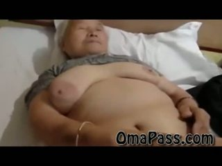 Hyvin vanha rasva japanes mummi helvetin joten kova kanssa yksi mies video-
