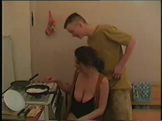 אנמא עם גדול saggy ציצים & guy