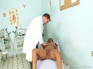 Manuela svart fitte gyno spekula kinky eksamen av eldre doktor