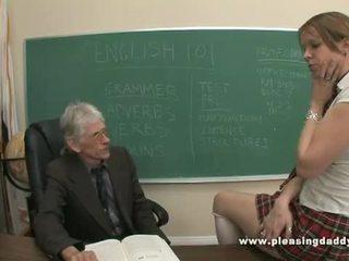 Młody uczennica fucked przez jej stary nauczycielka