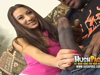 Panas perempuan gets yang besar hitam zakar/batang dalam beliau merah jambu faraj