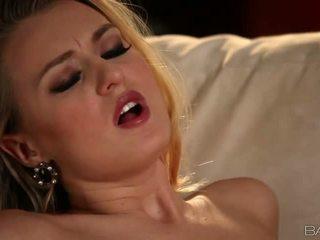 Príťažlivé blondýna natalia starr pleases ju človek video