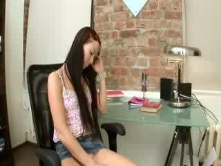 Evelina mažutė ofisas malonumas apie a kėdė