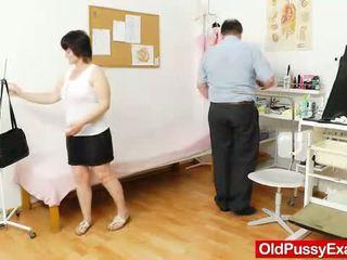 ناضج cunny examined بواسطة ال gynecologist