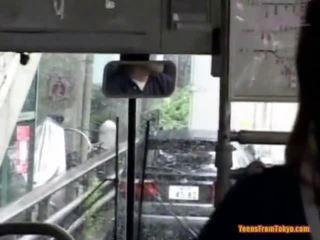 Knullet på den offentlig buss