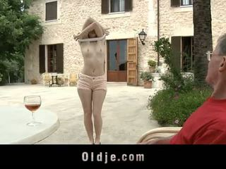 Oldje: denisa heaven screwed バイ an 古い 男 outdoors