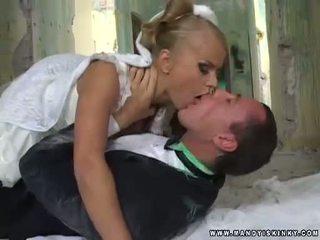 Ma cà rồng cô dâu dora venter sự nịnh hót cô ấy grooms to con gà trống