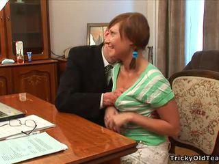 Velho professora pleasured por jovem grávida