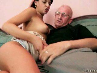 पुराना farts और हॉट किशोर की उम्र having steamy सेक्स