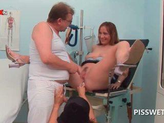角質 孩兒 getting 屄 licked pisses 在 doctors 口