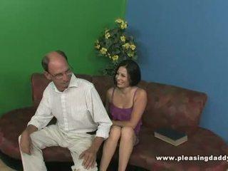 Lexy veracruz fucks একটি grandfather
