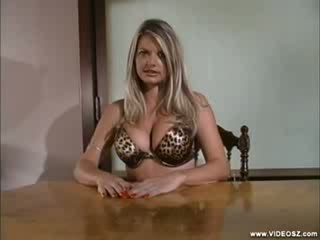 Vicky vette - poglej whats up my ritka scene 1