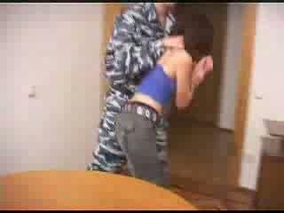 Στρατός boys βάναυσο σκληρό γαμώ ένα female prisoner βίντεο