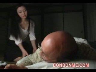 Mammīte fucked līdz vecs vīrietis 01