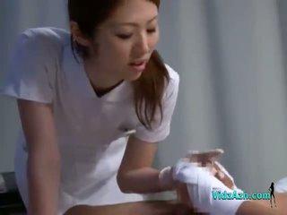 Ápolónő giving faszverés szopás beteg fasz tovább a ágy -ban a kórház