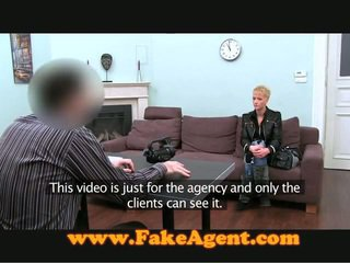 Fakeagent biker honing wishes een heet servicing