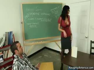 bruneta, veľké prsia, nylon