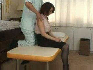 Japānieši skolniece gets fucked līdz viņai massager