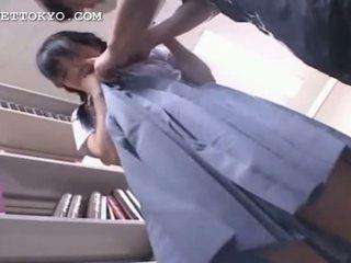 Hanblivé ázijské vysokoškolská študentka getting pička vlhké v ju