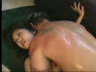 Flexible asiática kaiya lynn spreaads abierto piernas having picante cunny bashed