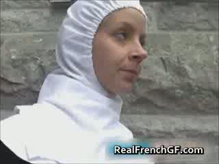 Slutty французька черниця трахкав поза порно