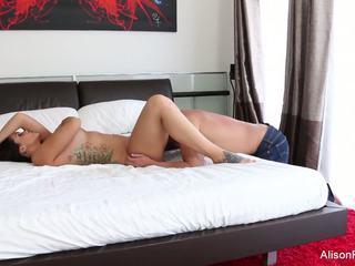 Alison tyler gets її туга манда трахкав в ліжко: hd порно 89