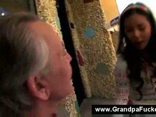 Paauglys čiulpimas the elderly