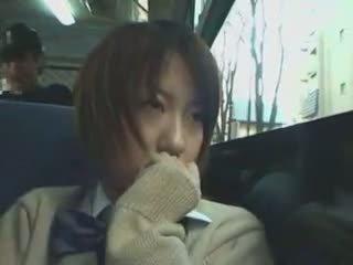 E turpshme nxënëse ledhatim në autobuz