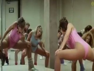 Sexy girls doing aerobics exercises in a kusut way