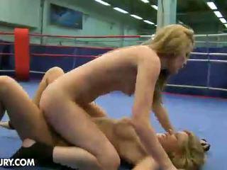 Nudefightclub подаръци cindy надявам се vs sophie moone